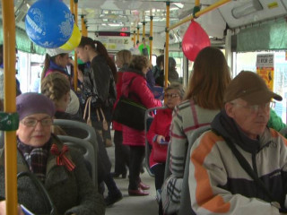 В Рубцовске прошла патриотическая акция «Читающий троллейбус»